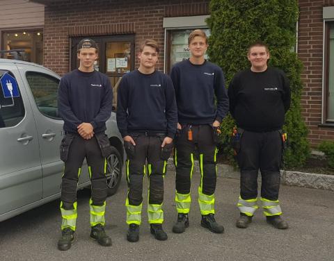 LÆRLINGER: Jonas Solbakken, Levi Dahl, Jens Elvesveen Bjørnstad og Henrik Harby Lunde er lærlinger i EE-Teknikk.