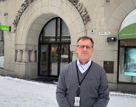 – MITT ANSVAR: Banksjef i Hønefoss Sparebank Per-Arne Hanssen sier det er hans jobb å passe på at alt er som det skal. Han tar derfor selvkritikk for at Finanstilsynets rapport ikke er tilfredsstillende etter tilsyn hos den lokale banken.