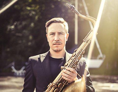 DOBBEL TENORDOSE: Håkon Kornstader anerkjent både som saksofonist og sanger. (Pressefoto)