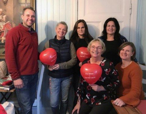 VIL HJELPE: I år har det ikke vært vanskelig å få frivillige til å stille opp på Hjertefred. (f.v) Morten Hødal, Hilde Stadaas, Anne Iversen, Iren Graff Lilleng, Heli Seeberg og Susan Bos ville gjerne bidra.