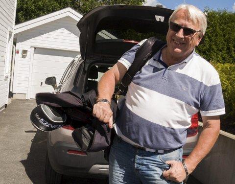 GOLFENTUSIAST: John Byman er klar for en ny dag på golfbanen. Det er ikke få baner rundt i verden han har spilt på.