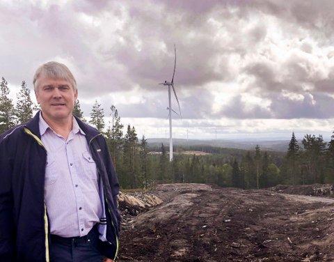Fornøyd: Arne Krog liker den nye vindmølleparken.