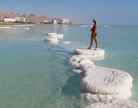 Saltholdig vann i Dødehavet brukes i medisinsk behandling.