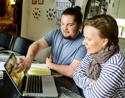 PÅ PC: Mye av komponeringen foregår rett på laptopen. Her viser Benjamin fram et av sine siste stykker.