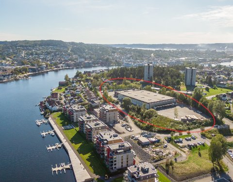 FORVANDLES: I første omgang skal det nå bygges 18 boliger på den gamle industritomta på Vestsiden. Totalt planlegges det 110–120 boliger på tomta som skal forvandles til en ny bydel.
