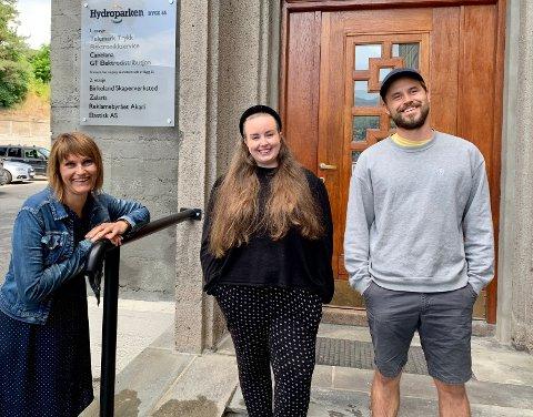 AKARI: Det kommer mange brede smil fra Akari teamet som kan vise solide resultat i sin virksomhet. (Fra venstre: Tone Marit Tesdal, Mette Ormåsen Paulsen og Eirik Bratlie.