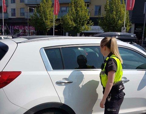 PASSER PÅ: Vekterne på Strømmen Storsenter går jevnlige runder på parkeringsplassene ute. Foto: Privat