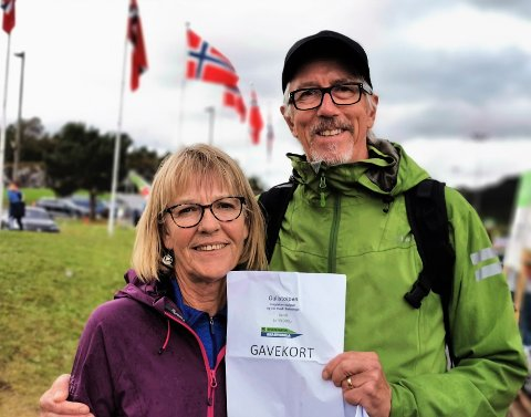 Kåre Færøy vart trekt ut som vinnar av Gullstolpen og fekk eit resiegåvekort på 10 000 kroner. Han og kona Magda set kursen mot Gran Canaria.