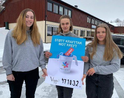 Støtter viktig sak: Eline Kristiansen (t.v.), aksjonsleder Kristin Meier og Åsta Solvang er tre av russen som bidrar til å samle inn penger til  kreftsaken