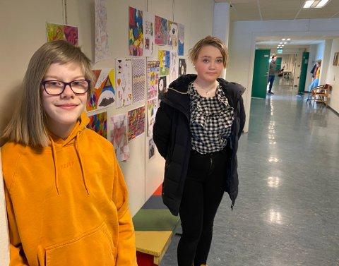 Handlekraft: Emma Olufsen (t.v.) og Maja Magnussen og to andre klassevenninner viste handlekraft da elever på skolen ble trakassert på grunn av sin legning.