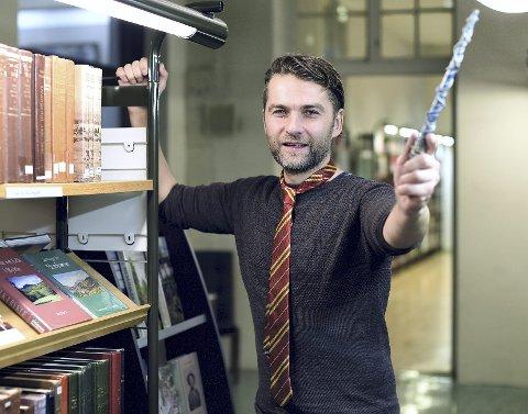 Denne helgen blir det magisk helg på hovedbiblioteket når Harald Misje og resten av arrangørene av Det Nordiske Trolldomsakademi setter i gang rollespillhelg på hovedbiblioteket.