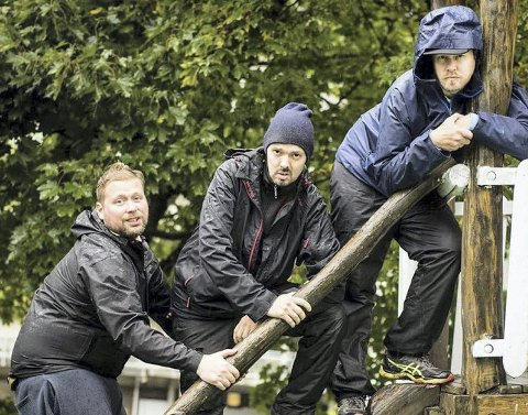 To av tre hadde drevet litt med podkast tidligere, så dukket ideen opp. Grim Moberg (fra venstre), Espen Morild og Christoffer Schjelderup, er Pappapanelet. Foto: Thea Bjørknes