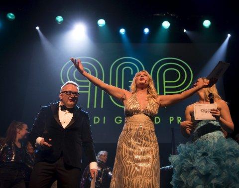 Mia Gundersen vet hvordan man skal sjarmere sitt publikum. Lørdag var hun programleder på Parodi Grand Prix-finalen, sammen med Thomas Anthun Nielsen og Helen Fromreide Skogheim.