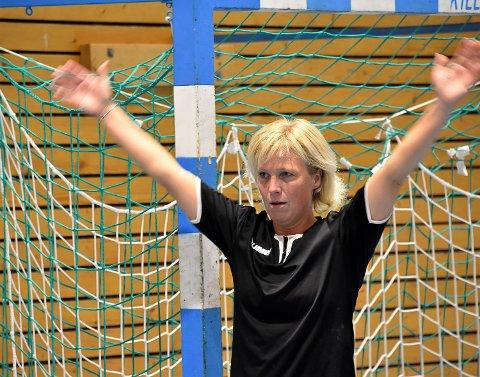 NYTT TAP: Vikersunds keeperveteran Kjersti Holm klarte ikke forhindre at det ble tap mot Hønefoss i 3. divisjonsoppgjøret torsdag kveld.