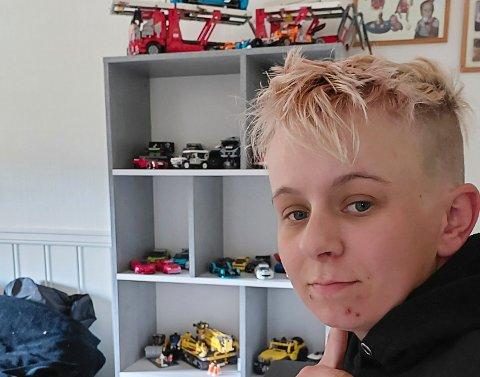 NYINNFLYTTET: Aina Helltun (23) flyttet til Vikersund i starten av april. Asfaltøren har blant annet fått plass til legosamlingen sin i den nye leiligheten.