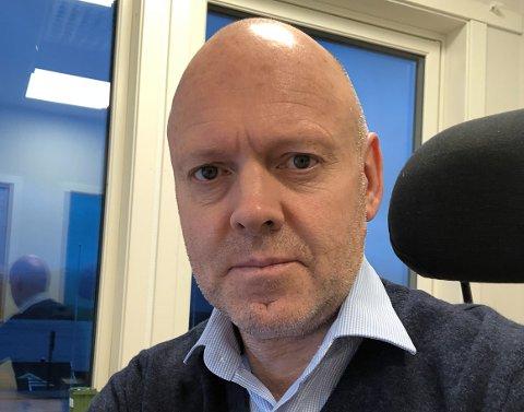 VIL BINDE: Kommunedirektør Anders Skipenes fryktar at lån vil koste kommunen meir framover, og vil difor auke delen av lån med bundne renter. Etter kommunen sitte eige finansreglement skal 25-55 prosent av låna ha bunden rente. Anders Skipenes