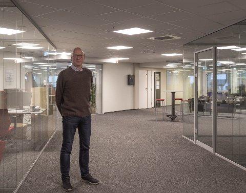 ALT NYTT: – Alt her er nytt og fornya, seier Ole Hope nøgd når han viser fram det nye kontorlandskapet i andre etasje på Dale senter.
