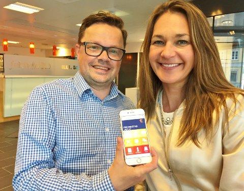 Klart for CityNet: Aps Atle Ottesen og sentrumsleder Stine Ferguson med inngangssiden til den digitale tjenesten.