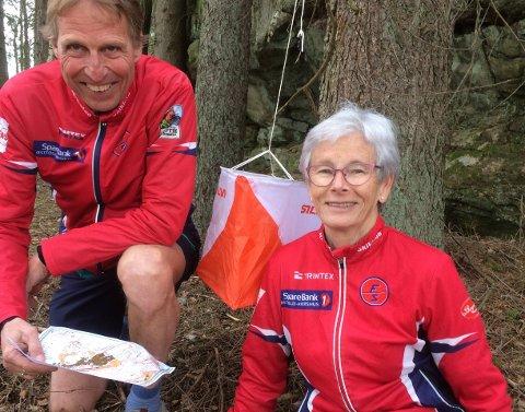 VETERABER: Ekteparet Unni Strand Karlsen (66) og Tom Arild Karlsen (67) fra Fredrikstad Skiklubb har brukt halvannet år på å legge krevende og rettferdige langdistanseløyper i jomfruelig Østfold-terreng.