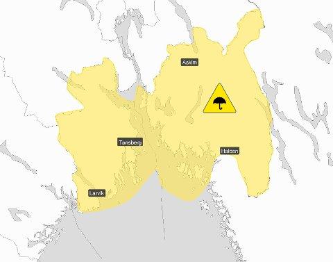 FAREVARSEL: Gult er definitivt ikke kult i denne sammenhengen.  Onsdagens regnvær har potensiale til å bli like ille - om ikke verre, en det som rammet Fredrikstad i helgen.