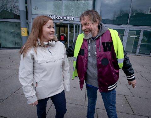 HERTELIG: Det ble et hjertelig møte mellom niese Janne og onkel Ove i Moss sentrum.