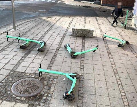 Snart kan henslenging av sparkesykler gi bot i Fredrikstad.