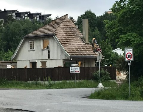 Det er bare halvparten igjen av den opprinnelige tomannsboligen i Tyrihjellveien ved Haugstenåsen.
