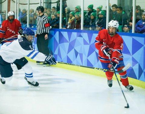 OL: Norge og Jens Jacob Togstad Bjørnslett spiller mot Finland i åpningskampen i Ungdoms-OL.