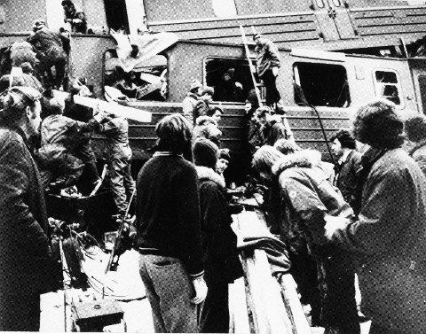 TRETTEN-ULYKKen: Mens redningsarbeidet pågikk, ble det samtidig satt i gang en operasjon for å berge ut sensitive militære opplysninger fra bagasjen til to omkomne fra Forsvaret og Politiets overvåkingstjeneste som var på tjenestereise.