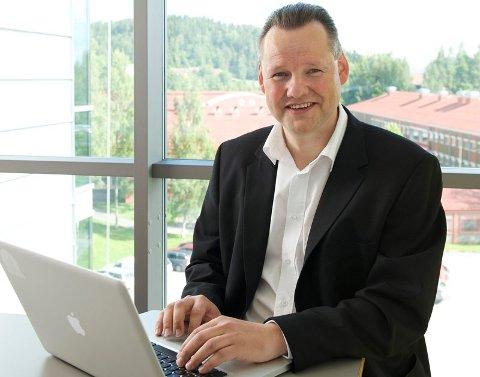 SIKKER: Vidar Sandland har totrinns bekreftelse på alt han bruker - og han jobber med datasikkerhet. Det tok en stund før han innså at han var forsøkt svindlet.