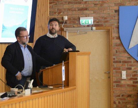 Orienterte: Dagleg leiar Jostein Eitrheim (t.v.) og rådsordførar Hans Petter Thorbjørnsen (Ap).