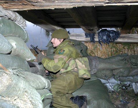 Ut i felten: Soldater og befal i HV-14 skal trene realistisk. De kommer til å gå rett ut i oppdragsløsning, og samtidig trene og øve på militære ferdigheter som blant annet skyting, sanitet, patruljetjeneste og former for maktanvendelse. Pressefoto