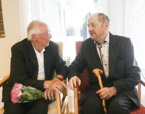 Hedret: Fredag fikk Arne Fjelldalselv og Odd Dyrnes Regjeringens minnemedalje 2015 for sin innsats under 2. Verdenskrig. Foto: Helle Estensen