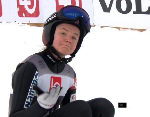 PALLEN GLAPP: Eirin Maria Kvandal etter sitt andre hopp i storbakken på Lillehammer. Hun måtte konstatere at pallen glapp med 7, 6 poeng. Foto: NRK skjermdump