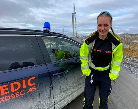 PÅ FJELLET:  Laura Flatøy (30) er en av dem som jobber for Nordsec AS. Ambulansepersonell som er ansatt flere steder tar vakter på fjellet.