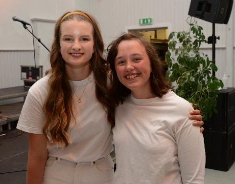 For Frida Hauge ble det siste gang med koret. Til høsten blir det musikklinje i Vennesla. Zoe Barree fortsetter i koret. Begge jentene synes det har vært rart de ukene man ikke kunne ha øvelse grunnet pandemien.