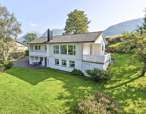 Sjølve huset finst det mange av, medan plasseringa er, ifølgje meklaren, heilt spesiell.