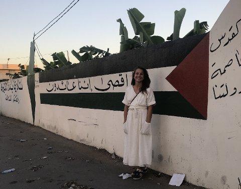 Mange inntrykk: Åse Beate Nes fra Kongsberg, har siden september jobbet frivillig i en flyktningleir i Libanon. Oppholdet gir mange inntrykk, og hun tror det blir en stor overgang å komme hjem i desember.