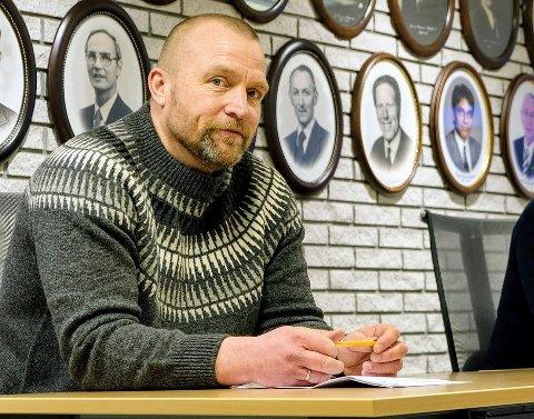 BEDRE KONTROLL: Aslak Hovda Lien, kommuneoverlege i Senja kommune, er fremdeles forsiktig optimist, selv med to strake døgn uten nye smittetilfeller.