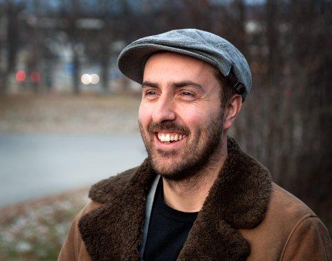 JOBBER NÅR ANDRE SOVER: Carl J Sørheim fra Kapp er OA-stringeren som skal overvåke nyhetsbildet i Innlandet for OA, GD og Østlendingen.