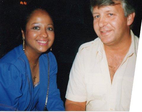 UVIRKELIG: Karl Hope og kona Heather Crake er bosatt på Fagernes, men var på Sri Lanka senest for en uke siden. Crake er fra Sri Lanka og har flere nære slektninger der. – Dette er helt uvirkelig for oss, sier Karl Hope til OA.