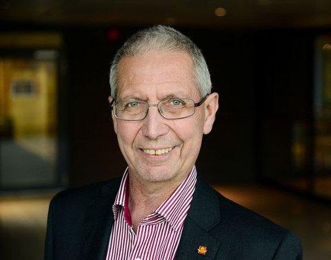 DØD: Veidirektør i Statens vegvesen og tidigere samferdselsminister for Ap, Terje Moe Gustavsen, døde natt til lørdag. Han ble 64 år gammel.
