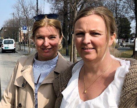 TAR GREP: – Vi legger til rette for at  folk kan starte julehandelen tidligere enn vanlig, Vibeke Askevold (CC Gjøvik) og Anne Slaaen Rogne  (Gjøvik handels- og næringsforening).