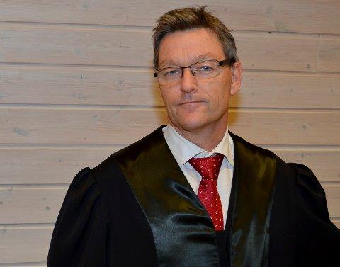 KLASSISK GJENGJELDELSE: Advokat Kjetil Edvardsen omtaler det Frode Negård har vært utsatt for i Midt-Hedmark brann- og redningsvesen som klassisk gjengjeldelse. – Dette er en stygg og brutal sak, konkluderer Edvardsen. (Foto: Bjørn-Frode Løvlund)