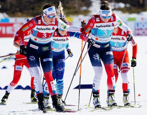 Tiril Udnes Weng sender ut Maiken Caspersen Falla under semifinalen søndag.