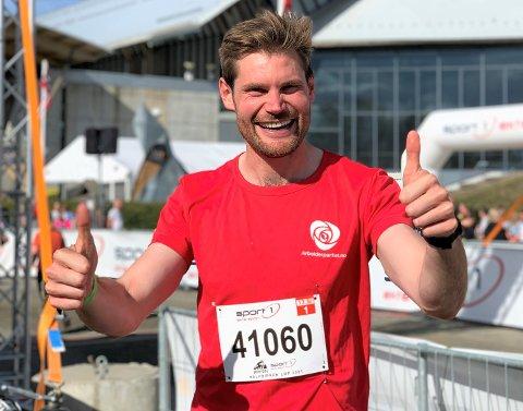 FORNØYD: Stortingsrepresentant Nils Kristen Sandtrøen løp for Ap og vant sin årsklasse i Halv-Birken, og da blir en så glad.