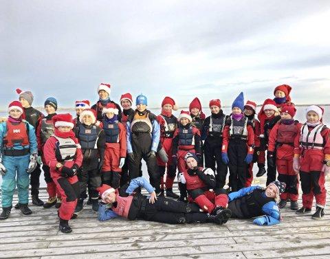 Markerte julen: Både båtene og deltakerne var pyntet. Foto: Privat