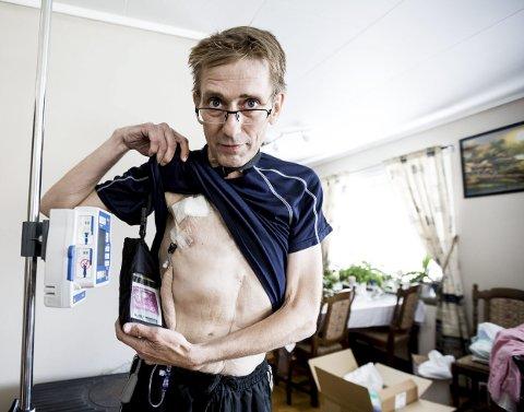 Mye smerter: Smertepumpe med morfin og mye annet må til hjemme hos Thor Håkon Rustad i Lørenskog. Nå er han i Spania for å få behandling mot kreftsykdommen.ALLE FOTO: TOM GUSTAVSEN