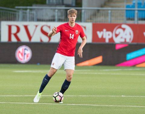 Kristoffer Ajer går fra U21-landslaget til A-troppen. Foto: Terje Pedersen / NTB scanpix