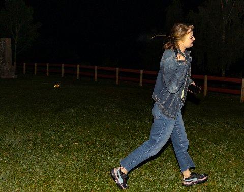 LA PÅ SPRANG: Andrea Christiansen skvatt skikkelig da vepsen dukket opp. (FOTO: TOR LINDSETH)